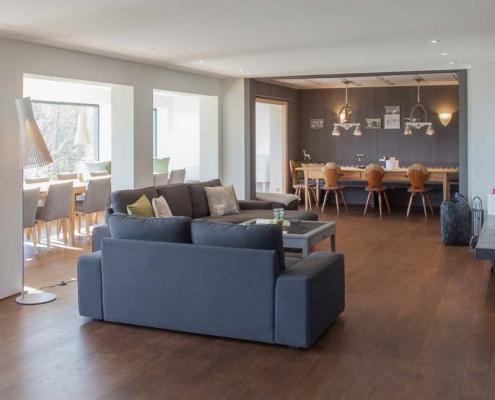 Couch-Landschaft im Seminarhaus im Schwarzwald