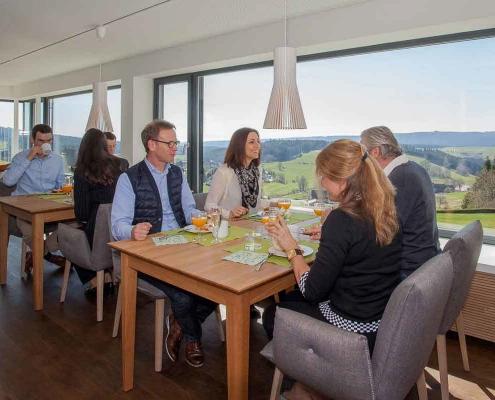 Frühstück mit Aussicht auf den Hochschwarzwald – ideales Ambiente für Gruppen, Seminaranbieter, Yogalehrer, Firmen, Tagungen