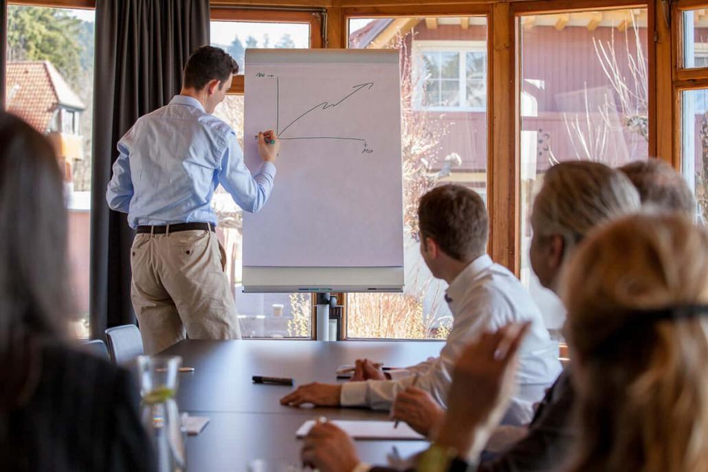 Der Seminarraum im Tagungshotel Saiger Lounge ist ideal für intensive Business-Meetings, Coachings, Consulting, Trainings oder kleine Tagungen.