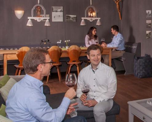 Unsere Gästegruppen verbringen urgemütliche Abende in der Lounge und in der angrenzenden Stube