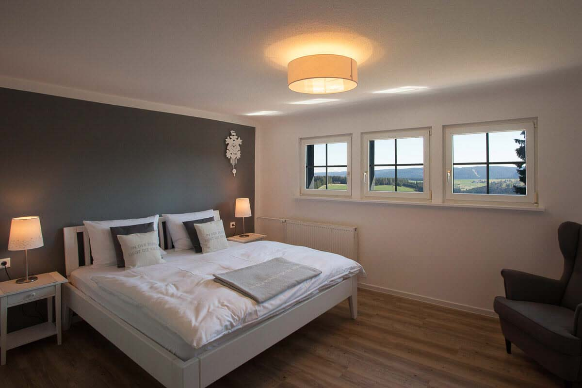 Zimmer in der Saiger Lounge mit Blick auf den Hochschwarzwald ...